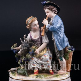 Статуэтка из фарфора Пара с козликом, аллегория Осени, Германия, кон. 19 в..