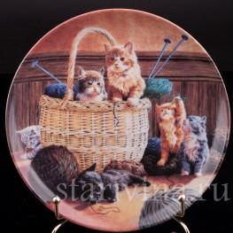 Декоративная фарфоровая тарелка Увлекательное вязание, Швеция,, 1992 г.
